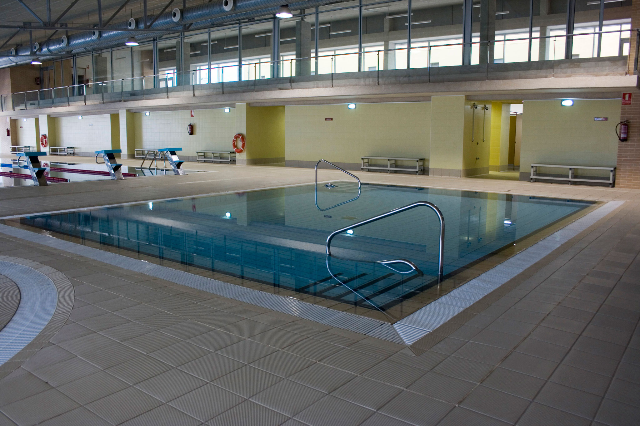 Piscina de 25 metros de forma general la piscina de for Piscina de abastos